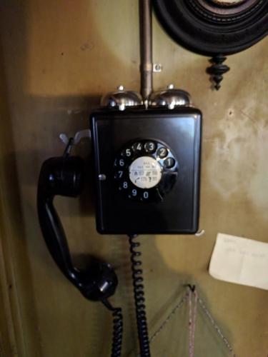 Und das Telefon funktioniert, trotz Umstellung auf digital (dank einem Stromer, der einen Konverter eingebaut hat).
