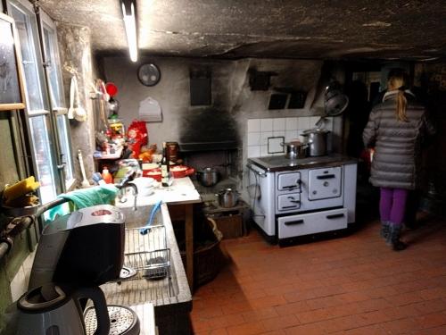 Nostalgie pur: alte, funktionsfähige Küche