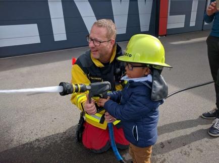 Feuerwehrbesuch für Kinder